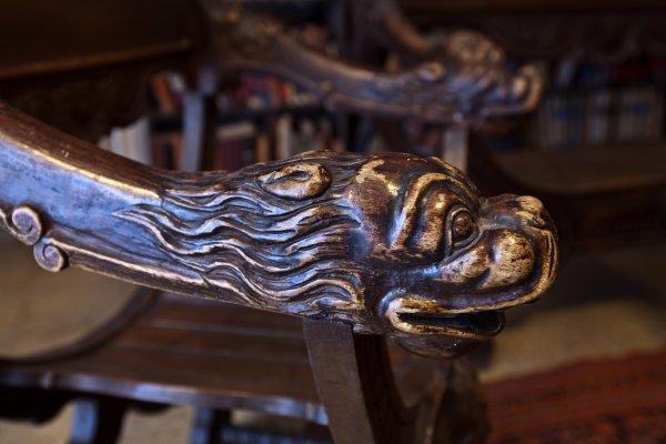 ידית הכסא בחדר בן־יהודה