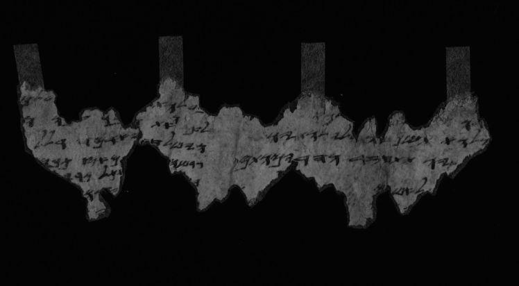 צילום קטעי מגילה גנוזה ממגילות קומראן