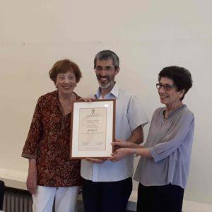 """צילום של ד""""ר דורון יעקב במעמד קבלת פרס בן־חיים"""