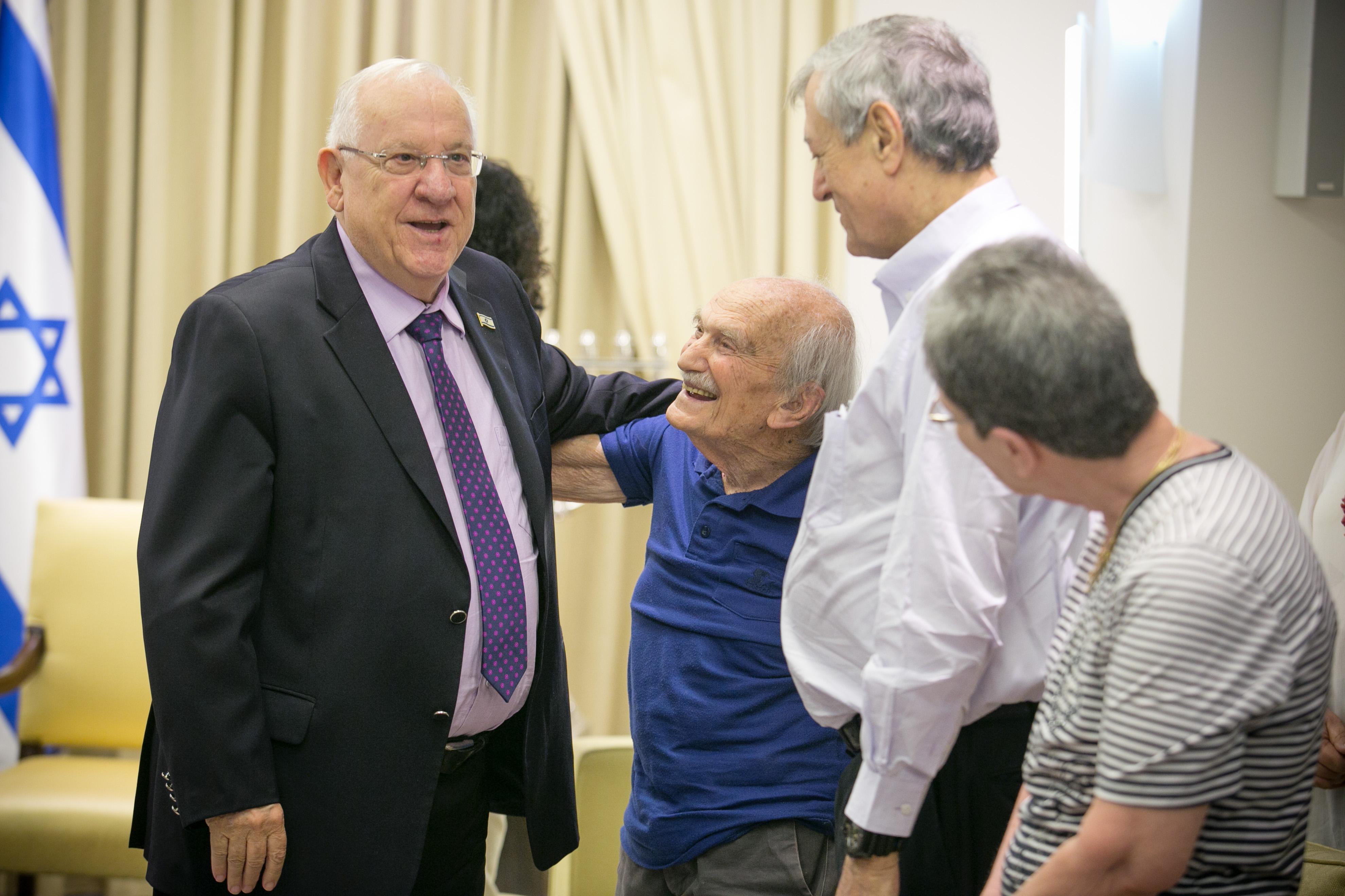 פרופ' אורה שורצולד, חבר חוג הידידים דוד קוליץ, פרופ' עוזי אורנן ונשיא המדינה